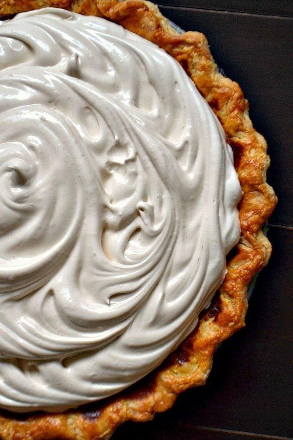 "<strong>Get the <a href=""http://www.bakeaholicmama.com/2013/10/brown-sugar-pumpkin-pie-with-honey.html"">Brown Sugar Pumpkin P"