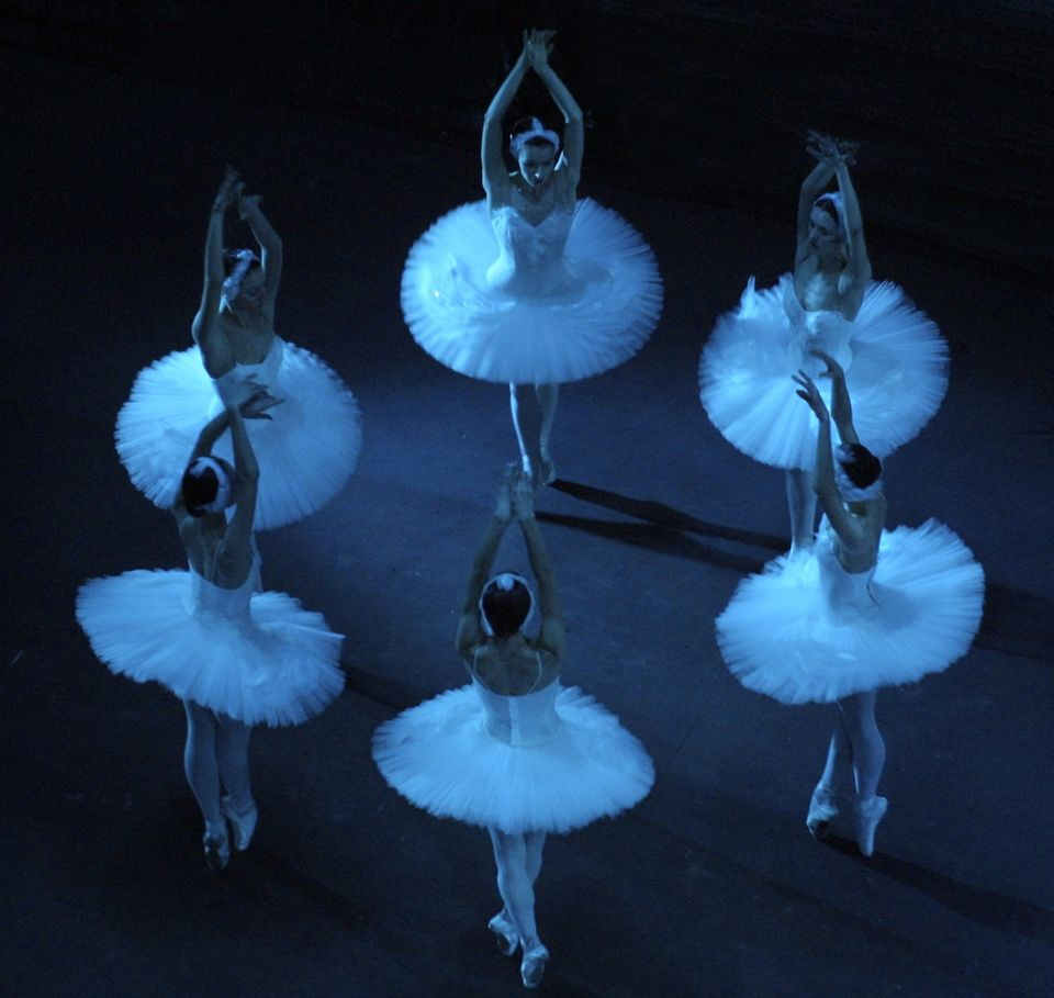 MOSCOW, RUSSIAN FEDERATION:  Bolshoi ballet dancers performs 01 March 2001 during the rehearsal of the new version of Piotr C