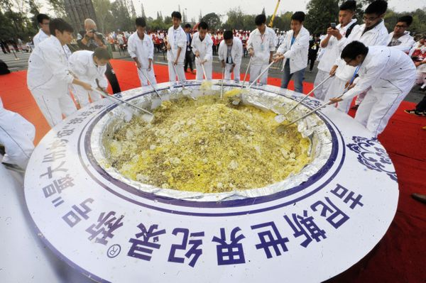 """The group's goal was to break the current<a href=""""http://www.guinnessworldrecords.com/world-records/largest-fried-rice"""" targe"""