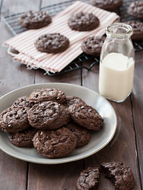 "<strong>Get the <a href=""http://www.loveandoliveoil.com/2013/11/double-chocolate-chipotle-cookies.html"" target=""_blank"">Doubl"