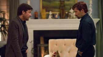 (L to R) JASON BATEMAN and JOEL EDGERTON star in THE GIFT