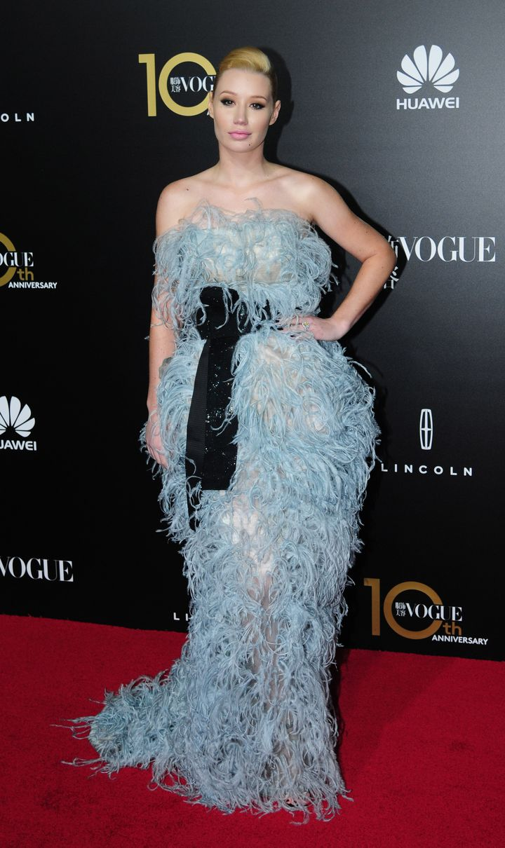 Iggy Azalea Dons Blue Feather Gown | HuffPost