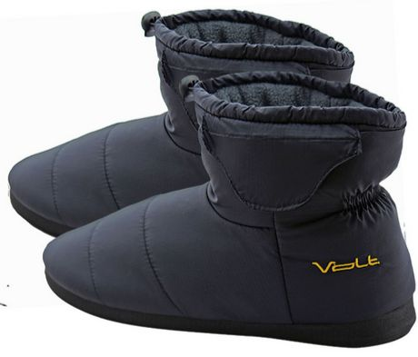 "<i><a href=""http://www.brookstone.com/volt-indoor-outdoor-heated-slippers-v3/905197p.html?bkeid=compare%7cmercent%7cgooglebas"