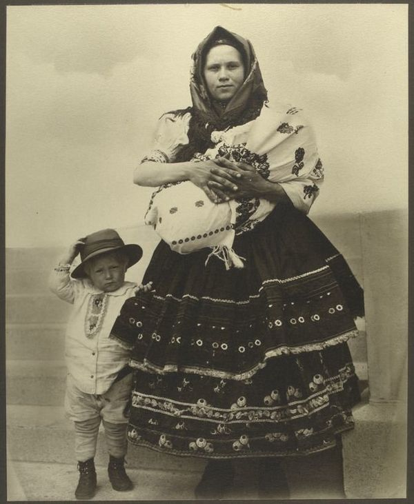 <i>A Slovak woman and children</i>