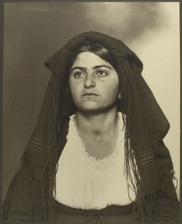 <i>An Italian woman</i>