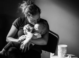 26 Photos That Show The Beautiful Ways Moms Feed Their Babies
