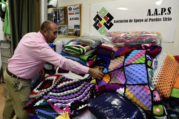 "The Syrian People's Support Association, a&nbsp;Madrid-based nonprofit, is <a href=""https://www.huffpost.com/entry/blankets-s"
