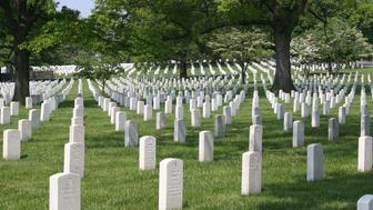 ARLINGTON, UNITED STATES:  A general view of the headstones are shown in Arlington National Cemetery 12 April. 2005 in Arlington, Virginia.  AFP PHOTO/Karen BLEIER  (Photo credit should read KAREN BLEIER/AFP/Getty Images)