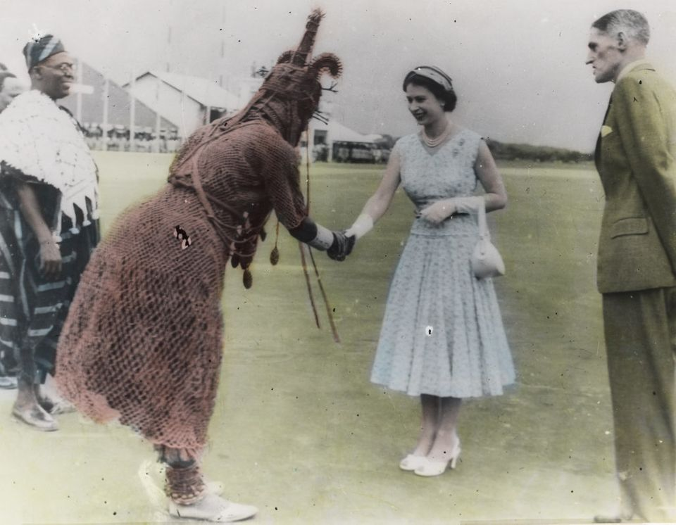 "<span class='image-component__caption' itemprop=""caption"">Queen Elizabeth meets the <i>oba.</i></span>"