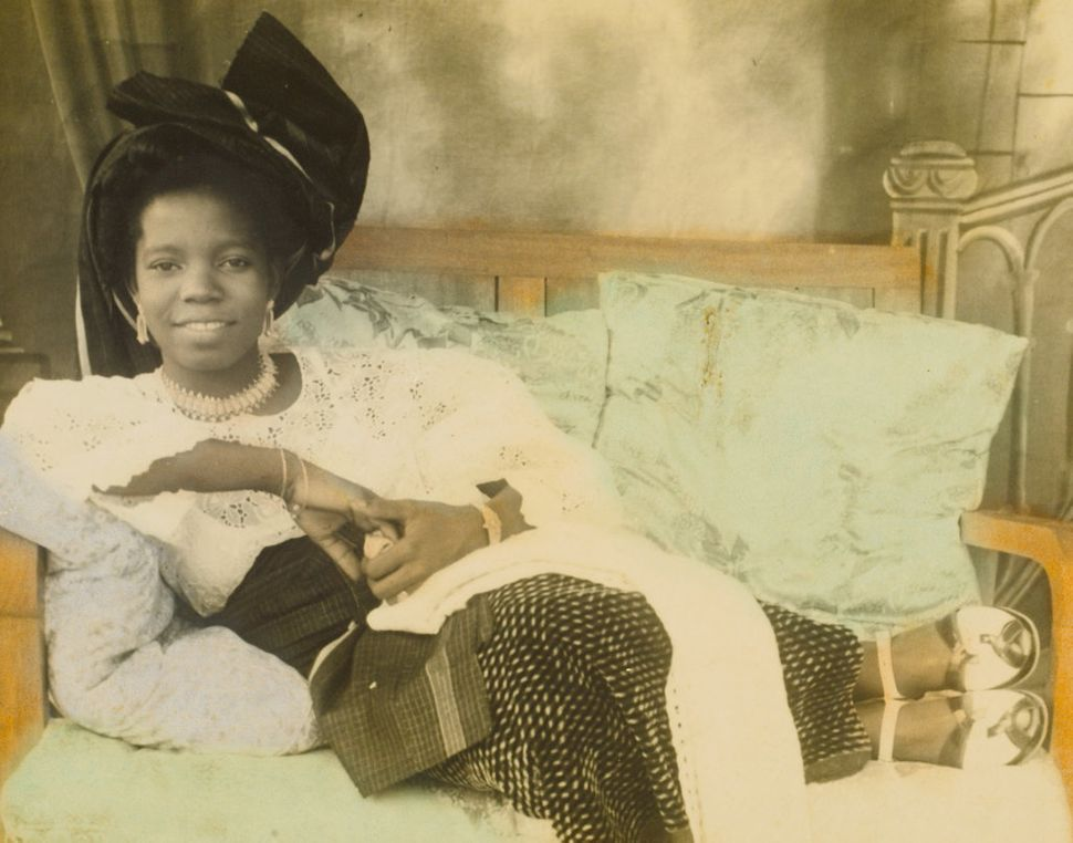 Reclining young lady Hand-colored photograph by Chief S.O. Alonge, c. 1950 Benin City, Nigeria Chief Solomon Osagie Alonge Co