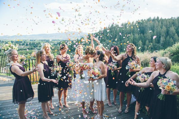 Ideas For A Fun Wedding: 22 Fun Photo Ideas That Put The 'Party' In Wedding Party
