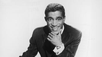 circa 1955:  Studio portrait of American singer and actor Sammy Davis, Jr (1925  - 1990) with one leg up on a chair.  (Photo by Hulton Archive/Getty Images)