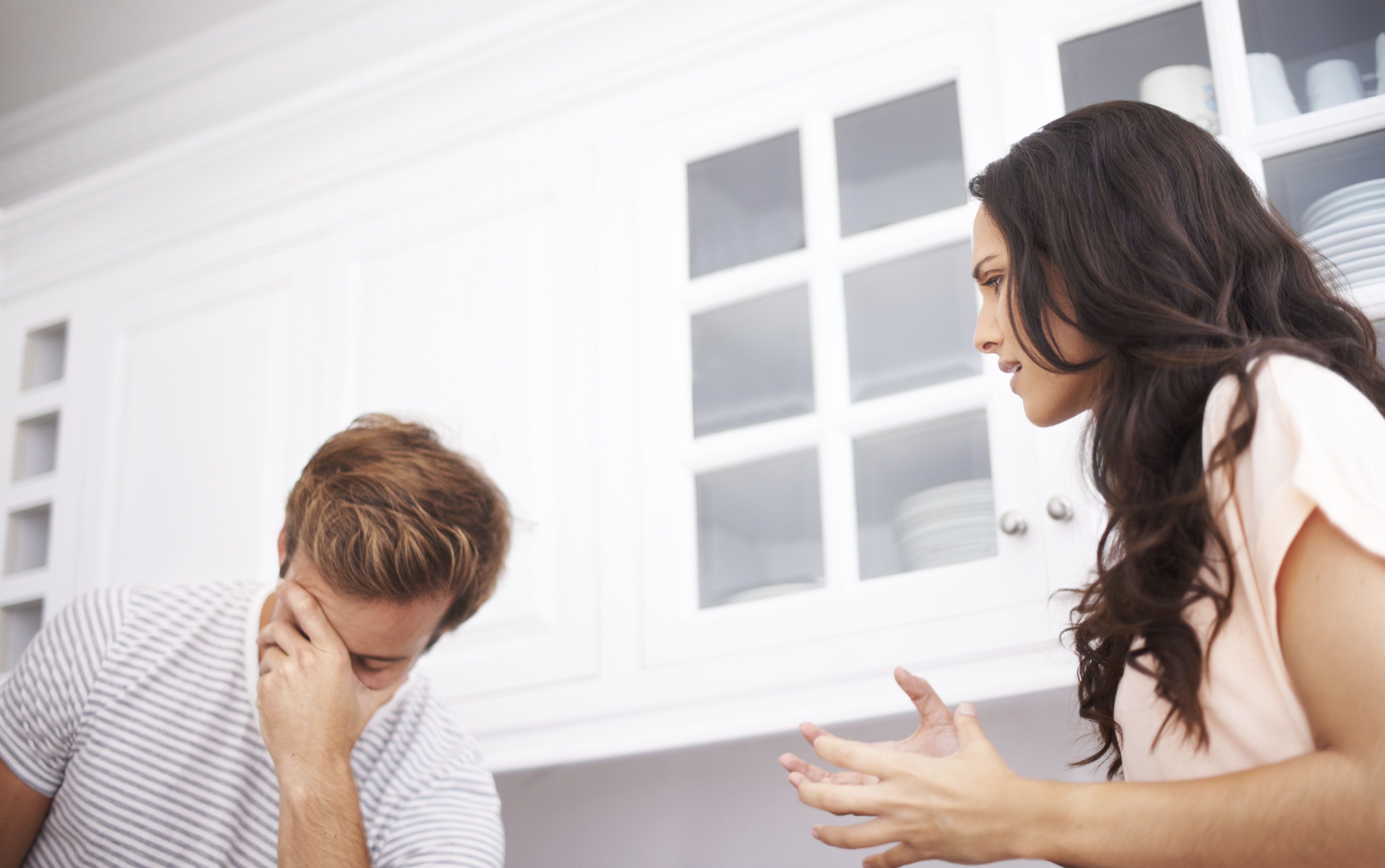 7 signs that your husband is unhappy in marriage