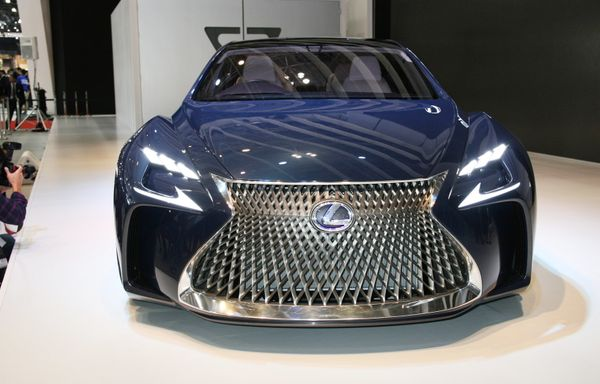 World premiere. A high-end car powered by a hydrogen fuel cell. An experimental car from Toyota's Lexus luxury brand, it feat