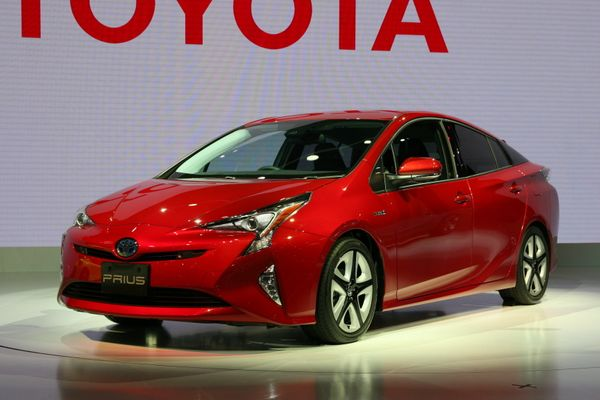 Japanese premiere. The fourth generation of Toyota's internationally famous hybrid car. The shape of the headlights on this m