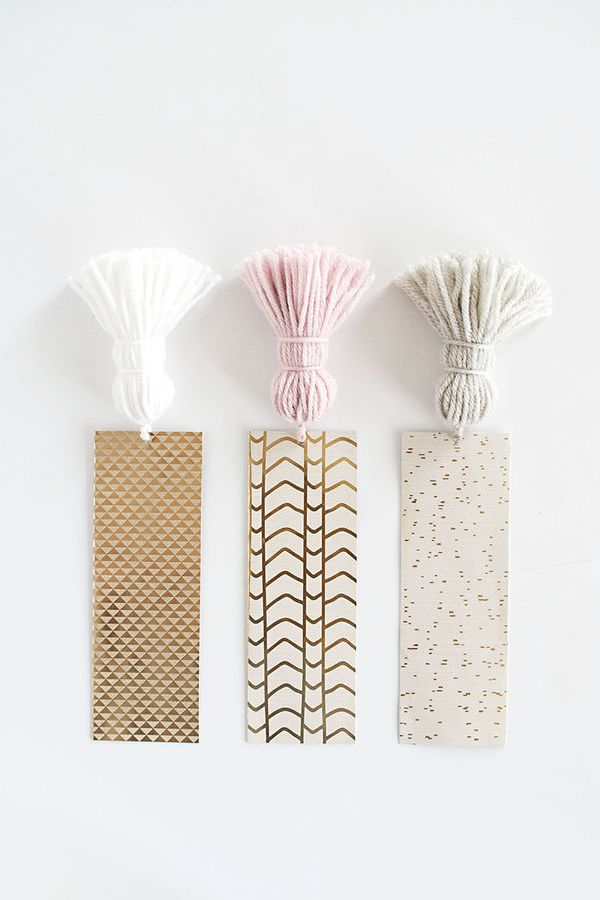 "<a href=""http://www.homeyohmy.com/diy-chunky-tassel-bookmarks/"" target=""_blank"">Spruce up your reads with these chunky book m"