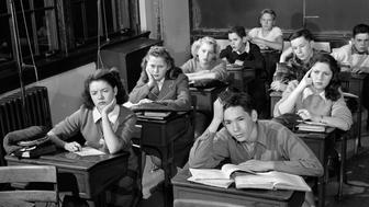 1940s 1950s HIGH SCHOOL CLASSROOM OF BORED STUDENTS SITTING AT DESKS  (Photo by H. Armstrong Roberts/ClassicStock/Getty Images)