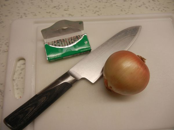 <strong>Method:</strong> Chew gum (in this case, Trident Spearmint gum) while chopping an onion. <br><br><strong>Results:</st