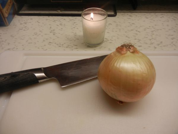 <strong>Method:</strong> Light a candle near the chopping board before you chop your onion. <br><br><strong>Results:</strong>