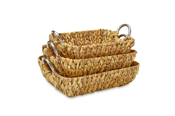 """<i><a href=""""Rectangular Straw Trays with Metal Handles in Natural (Set of 3)"""" target=""""_blank"""">Rectangular Straw Trays with Metal Handles in Natural (Set of 3), $39.99</a></i>"""