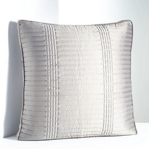 How To Layer Throw Pillows Like An Interior Decorator Huffpost Life