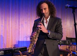 Kenny G Plans To Hold One Note On The Sax For An Entire Flight