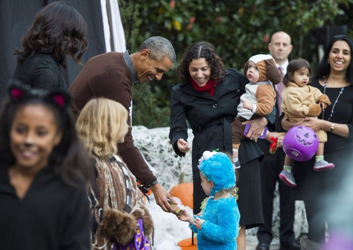 Trick-Or-Treaters Take Over The White House | HuffPost