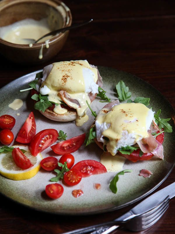 """<strong>Get the <a href=""""http://www.foodiecrush.com/2013/09/arugula-prosciutto-and-tomato-egg-benedict/"""" target=""""_blank"""">Arug"""