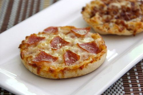 """<strong>Get the <a href=""""http://www.bakedbyrachel.com/2011/06/english-muffin-pizzas/"""" target=""""_blank"""">English Muffin Pizza re"""