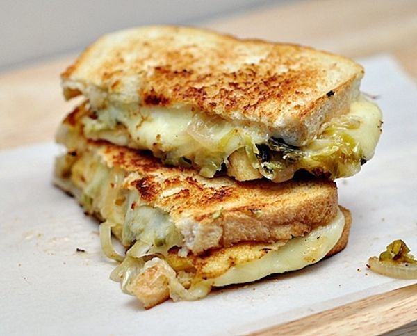 "<strong>Get the <a href=""http://www.fussfreecooking.com/recipe-categories/meatless-recipes/grilled-cheese-sandwich-with-pickl"