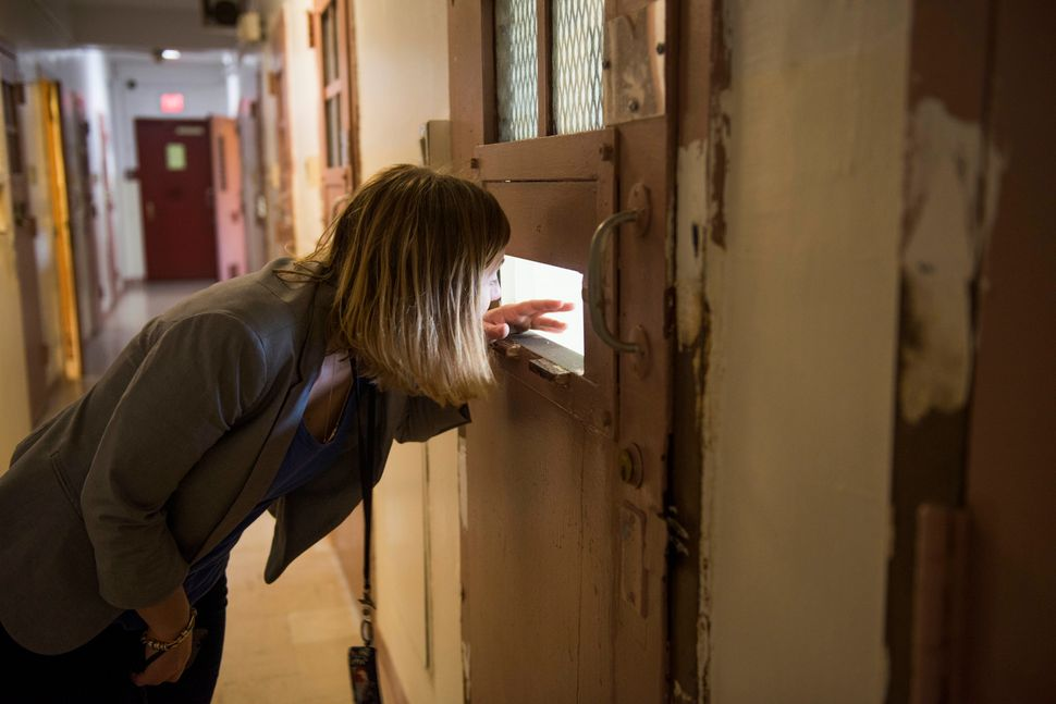 Reporter Melissa Jeltsen peers into a cell.