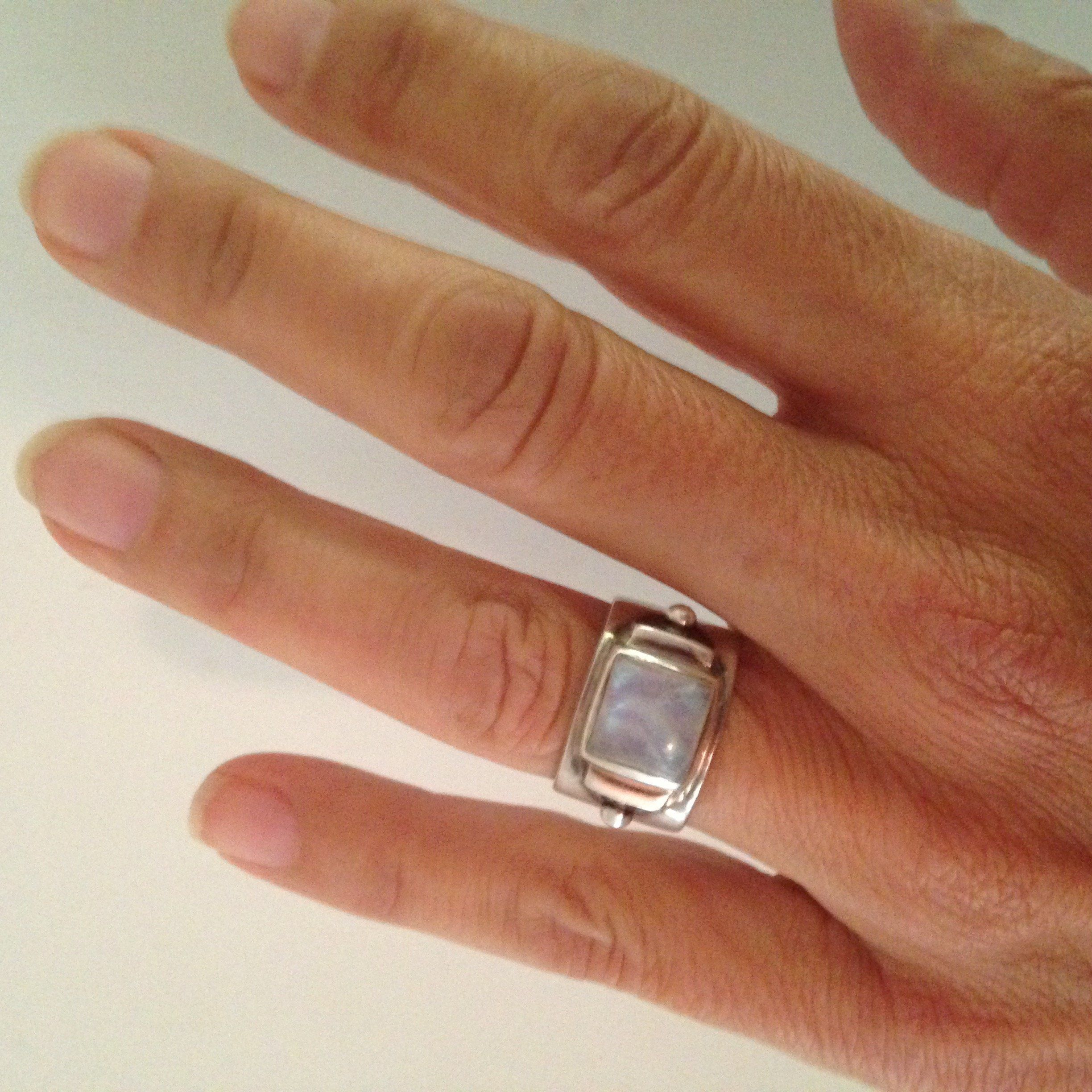 Ring to wear after divorce