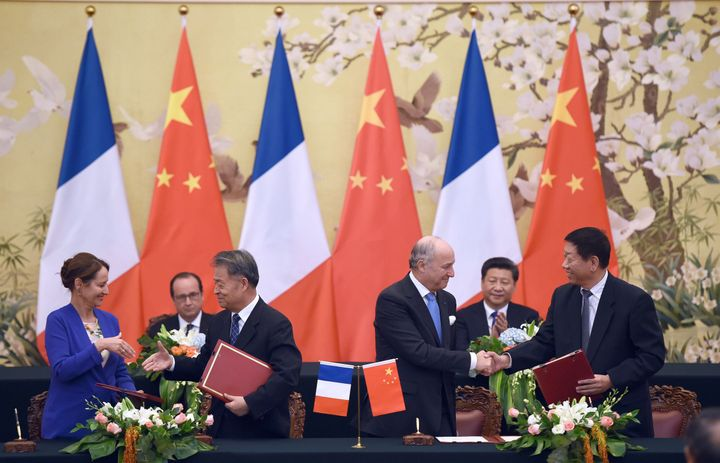 Chinese and French officials attend an agreement session in Paris on Nov. 2 to tackle climate change. Agreements li