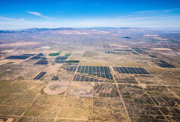This 579-megawatt facility is the world's largest photovoltaic power plant and generates enough electricity to powe
