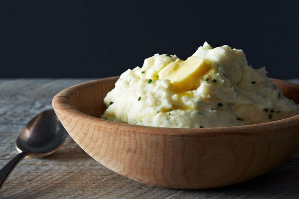 """<strong>Get <a href=""""http://food52.com/recipes/14497-monica-s-sour-cream-and-chive-mashed-potatoes"""" target=""""_blank"""">Monica's"""