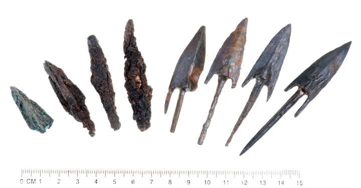 Lead sling stones and bronze arrowheads stamped with the symbol of the reign of Antiochus Epiphanes are evidence of the attem
