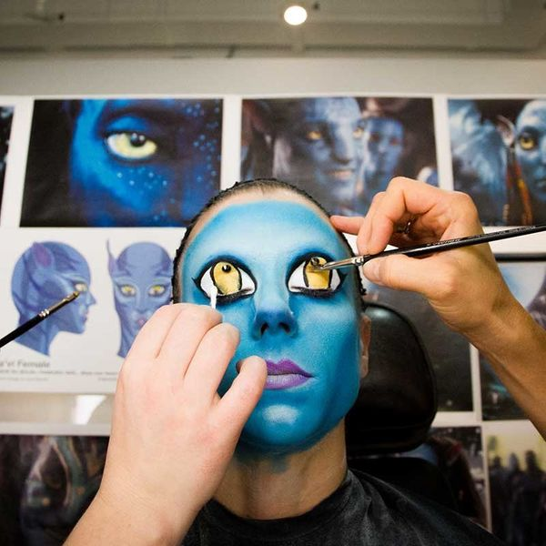 It takes a lot of makeup to become a Na'vi.