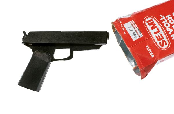 Dummy pistol from blackened cardboard; found on June 23, 1988, in an inmate's cell in Stammheim prison, Germany, after