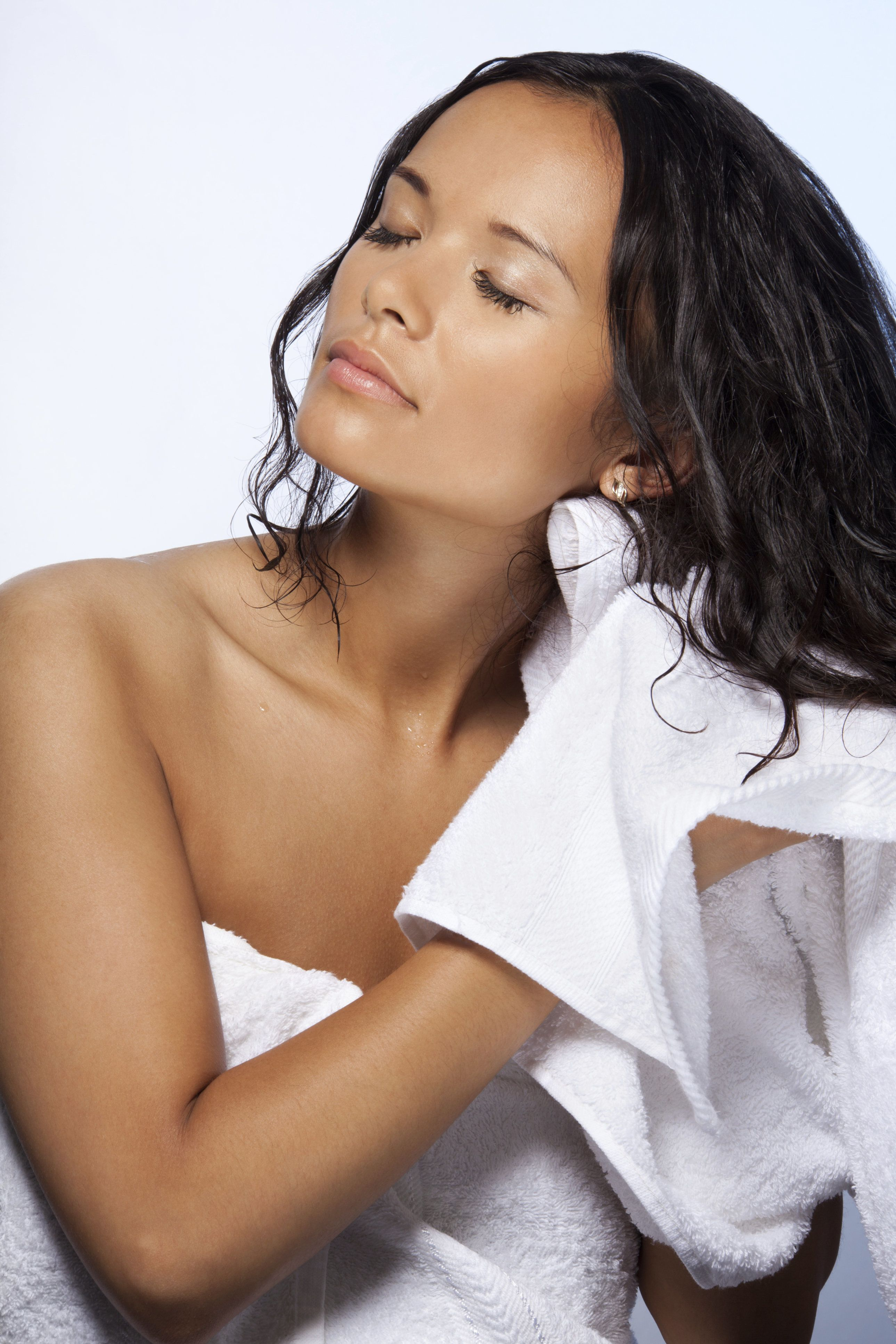 Here S Why You Should Never Dry Your Hair With A Regular Towel