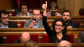 BARCELONA, SPAIN - NOVEMBER 09:  Junts Pel Si (Together for Yes) member of the Catalan Parliament Marta Rovira gives his thumbs up as she votes to pass the start of the independence process on November 9, 2015 in Barcelona, Spain. The Catalan parliament voted and passed a motion declaring the start of secession process of Spain with 72 votes in favor and 63 votes against from unionists.  (Photo by David Ramos/Getty Images)