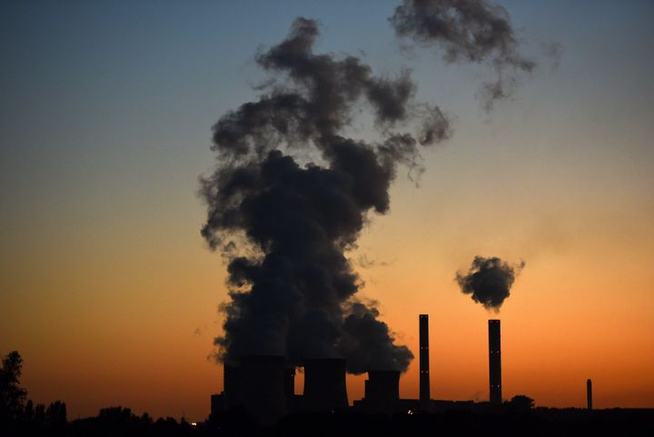Global coal consumption is decreasing, according to Greenpeace study.
