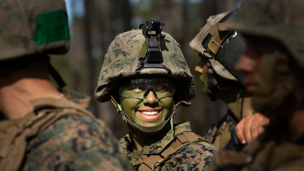 f50419fcad3 33 Powerful Photos Of Military Women Serving Their Country