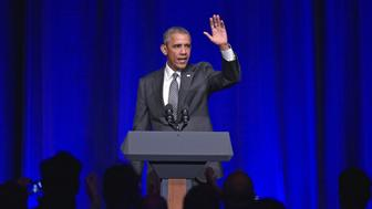 US President Barack Obama waves after speaking at the Democratic National Committee LGBT Gala at Gotham Hall in New York on September 27, 2015. AFP PHOTO/MANDEL NGAN        (Photo credit should read MANDEL NGAN/AFP/Getty Images)