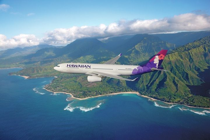 39a0d3cce385 A Look Back At Hawaiian Airlines Is Vintage Travel At Its Best ...