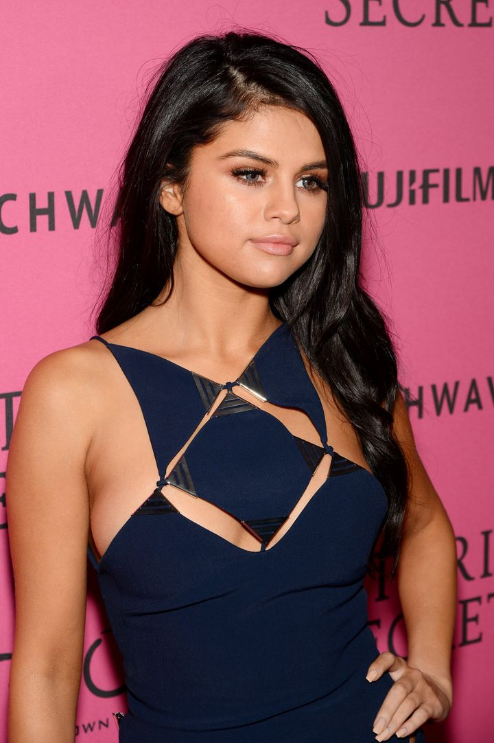 Selena Gomez Wears Risqué Dress With Low Cutouts For Victoria's ...