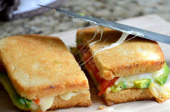 "<strong>Get the <a href=""http://www.fifteenspatulas.com/2012/04/02/grilled-cheese-with-avocado-and-heirloom-tomato/"" target="""
