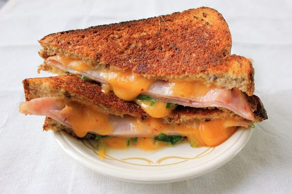 "<strong>Get the <a href=""http://www.sixteenbeans.com/2012/08/arugula-ham-grilled-cheese.html"" target=""_hplink"">Arugula And Ha"