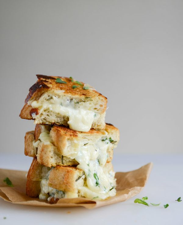 "<strong>Get the <a href=""http://www.howsweeteats.com/2014/04/white-pizza-grilled-cheese/"" target=""_blank"">White Pizza Grilled"