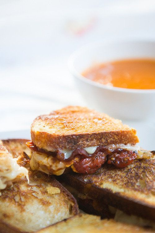 "<strong>Get the <a href=""http://www.dinnerwasdelicious.com/search/grilled+cheese"" target=""_blank"">Grilled Cheddar with Bacon"
