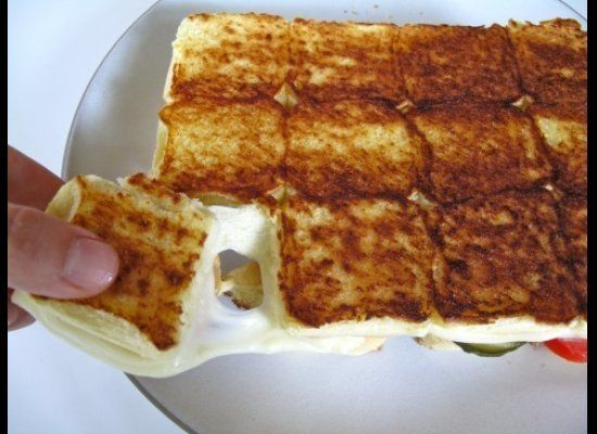 "<strong>Get the <a href=""http://thecreamline.wordpress.com/2012/07/19/grilled-cheese-pull-aparts/"" target=""_hplink"">Grilled C"